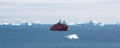 The Aurora Australis arrives in Prydz Bay