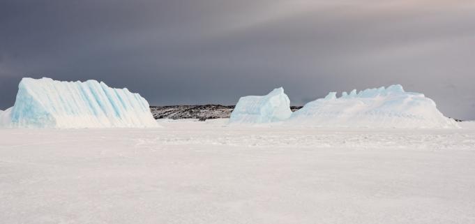 Ice bergs near Gardiner Island